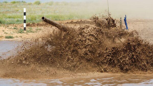 Biatlón con tanques en la provincia de Volgogrado - Sputnik Mundo