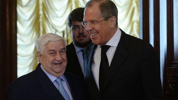 Ministro de Asuntos Exteriores de Siria, Walid Muallem y ministro de exteriores de Rusia, Serguéi Lavrov (archivo) - Sputnik Mundo