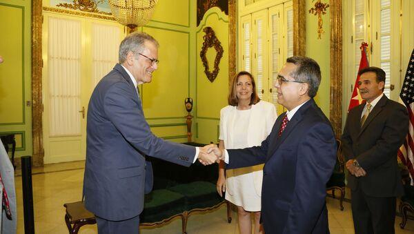 Ministro interino de Relaciones Exteriores, Marcelino Medina González, recibió en la mañana de hoy, en la sede de la Cancillería de Cuba al jefe de la Sección de Intereses de EEUU en La Habana, Sr. Jeffrey DeLaurentis - Sputnik Mundo