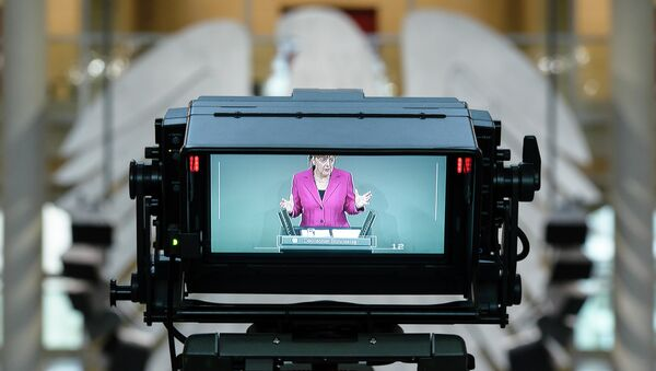 German Chancellor Angela Merkel is seen on the monitor of a TV camera as she addresses a session of the Bundestag Lower House of parliament in Berlin on June 25, 2014. - Sputnik Mundo