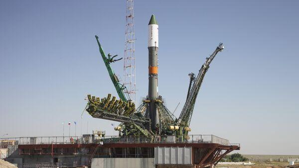 The Russian Progress-M spacecraft is set on its launch pad at Baikonur cosmodrome, Kazakhstan, July 1, 2015. - Sputnik Mundo