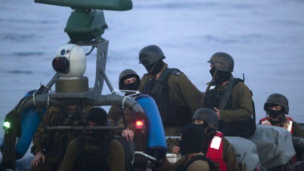 Militares israelíes durante el ataque a la Flotilla de Gaza - Sputnik Mundo