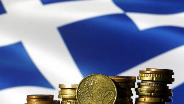 Euros y la bandera de Grecia - Sputnik Mundo