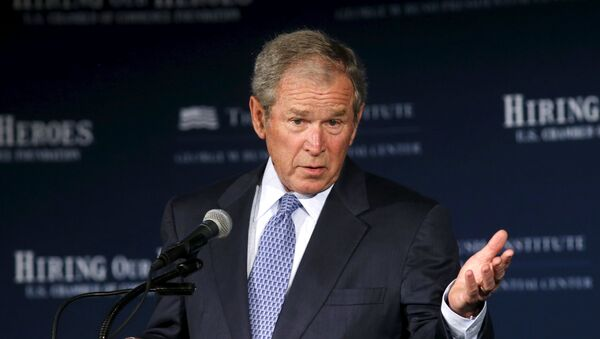 Former U.S. President George W. Bush speaks at the U.S. Chamber of Commerce Mission Transition summit, to discuss creating employment opportunities for post-9/11 veterans and military families in Washington June 24, 2015 - Sputnik Mundo