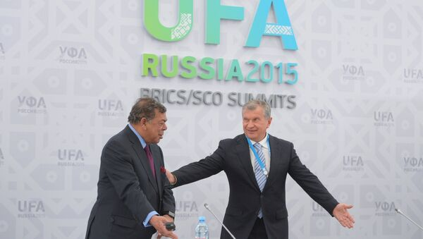 Presidente de Rosneft, Ígor Sechin, y cofundador de Essar Global, Shashi Ruia - Sputnik Mundo