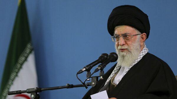 El líder supremo de Irán, el ayatolá Alí Jameneí - Sputnik Mundo
