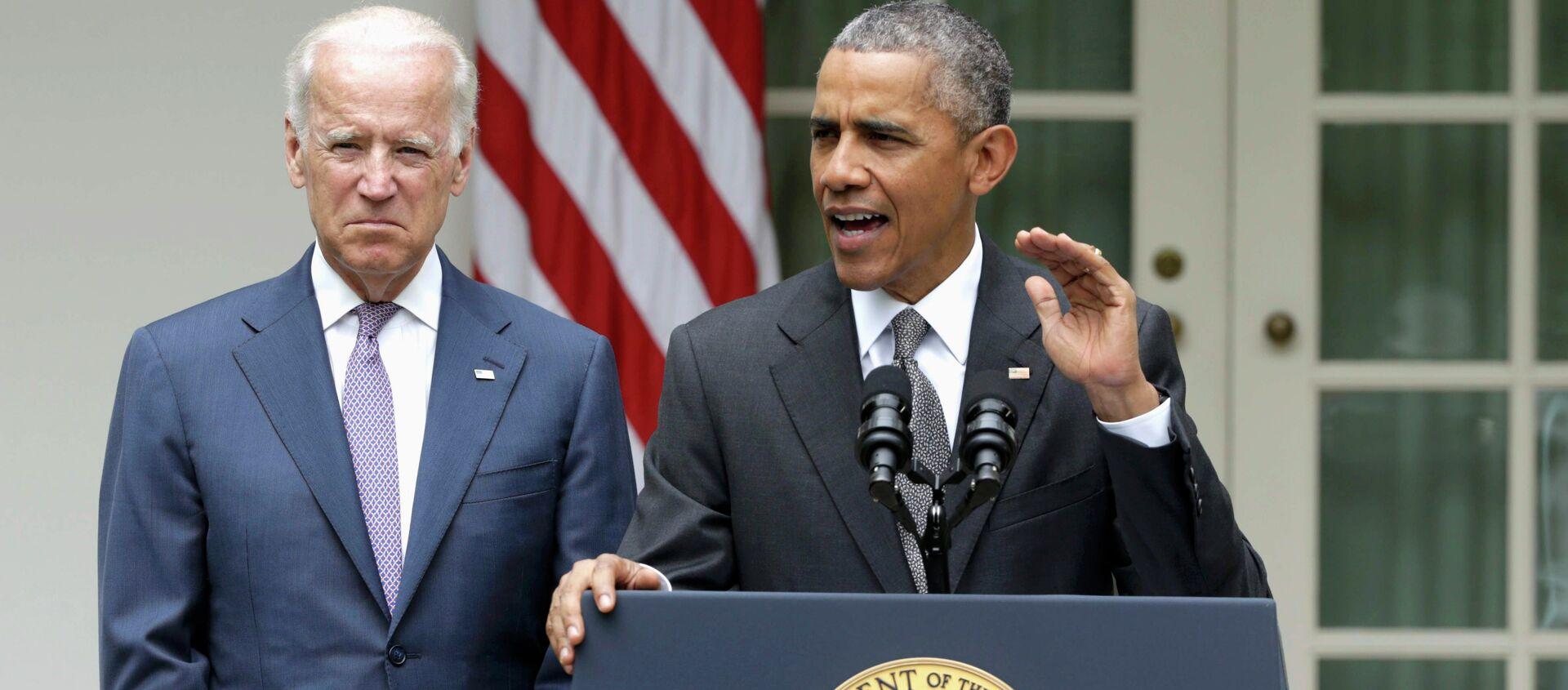 U.S. President Barack Obama (R) delivers remarks next to Vice President Joe Biden - Sputnik Mundo, 1920, 25.01.2021