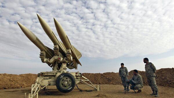 Ejército de Irán prepara misiles para el lanzamiento - Sputnik Mundo