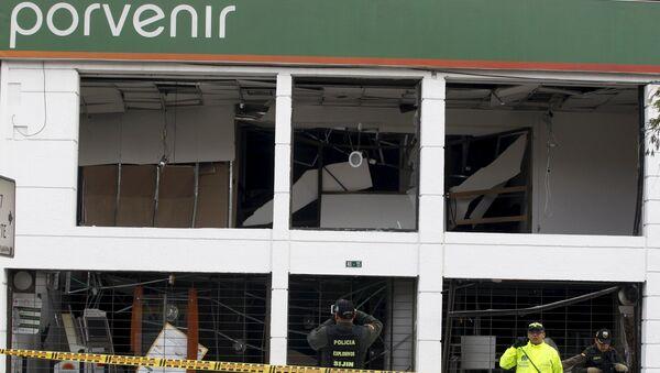 Policías trabajan en un lugar de explosión en la oficina del fondo de pensiones 'Porvenir', en el centro de Bogotá - Sputnik Mundo