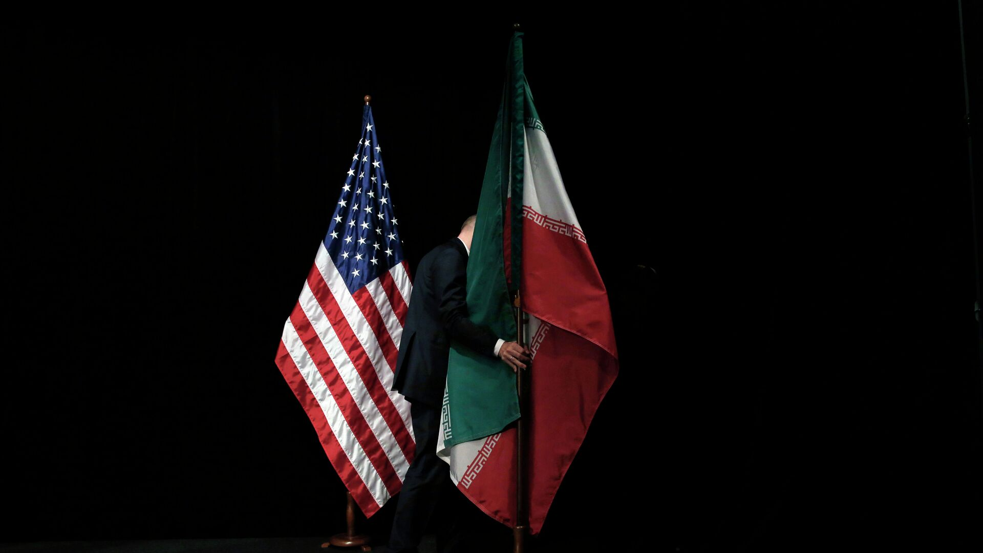 Banderas de EEUU e Irán - Sputnik Mundo, 1920, 04.02.2021