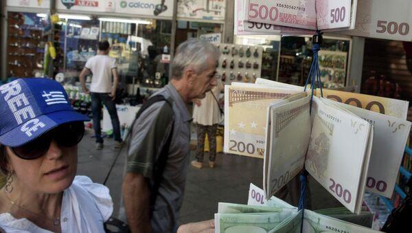 Carteras diseñadas como las billetes de euro - Sputnik Mundo