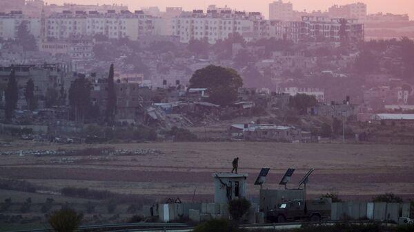 Soldado israelí en la frontera de Israel con la Franja de Gaza - Sputnik Mundo
