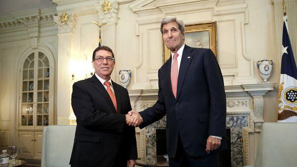 Secretario de Estado, John Kerry, y ministro de Exteriores de Cuba, Bruno Eduardo Rodriguez Parilla - Sputnik Mundo