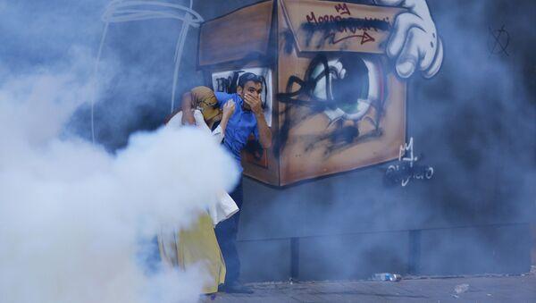 Dispersan manifestación de protesta con gases lacrimógenos en Estambul - Sputnik Mundo