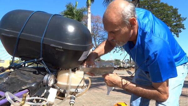 Un motociclista brasileño usa agua en vez del combustible - Sputnik Mundo