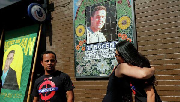 Familia y amigos de Jean Charles de Menezes reúnen durante honras fúnebres - Sputnik Mundo
