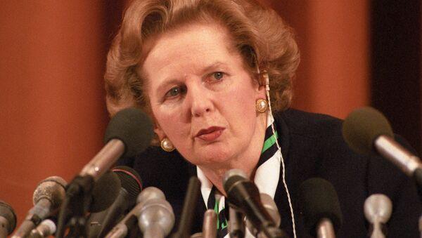 Margaret Thatcher en una conferencia de prensa - Sputnik Mundo