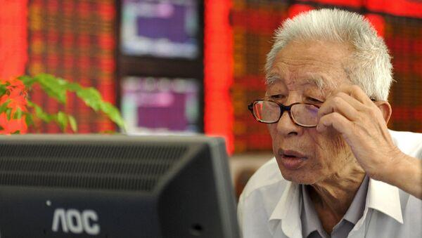 Inversionista en una casa de corretaje en Fuyang, China, el 9 de julio, 2015 - Sputnik Mundo