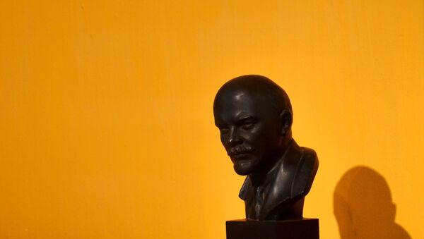 Un busto de Lenin - Sputnik Mundo