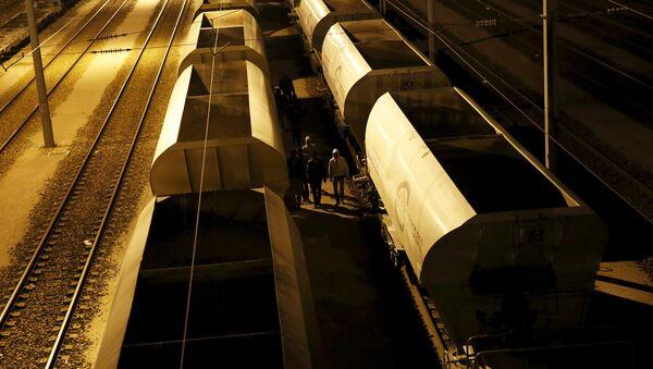 Migrantes intentan cruzar Canal de la Mancha - Sputnik Mundo