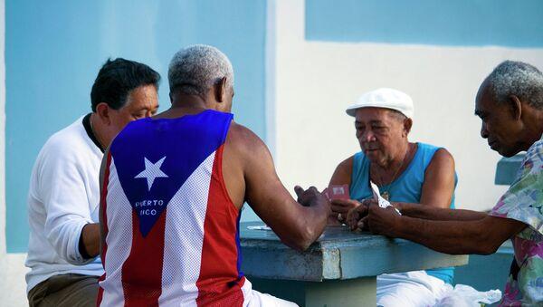 Los viejos jugando a las cartas en Puerto Rico - Sputnik Mundo