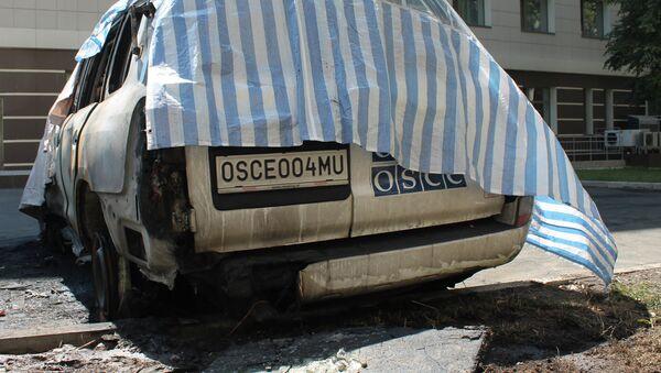 Anoche, varios coches de observadores de la OSCE fueron incendiados frente al hotel donde estos se alojaban en Donetsk - Sputnik Mundo