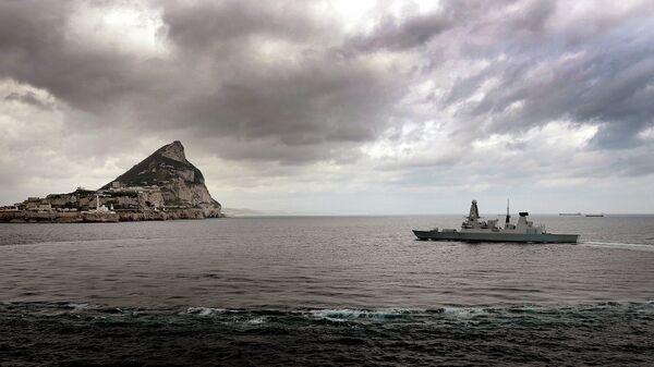 Destructor de la Marina Real Británica cerca de Gibraltar (Archivo) - Sputnik Mundo
