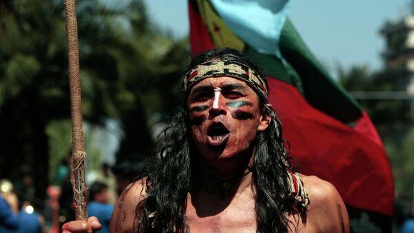 Mapuche participa en la marcha en apoyo de las demandas territoriales de los pueblos indígenas en Santiago, Chile (archivo) - Sputnik Mundo