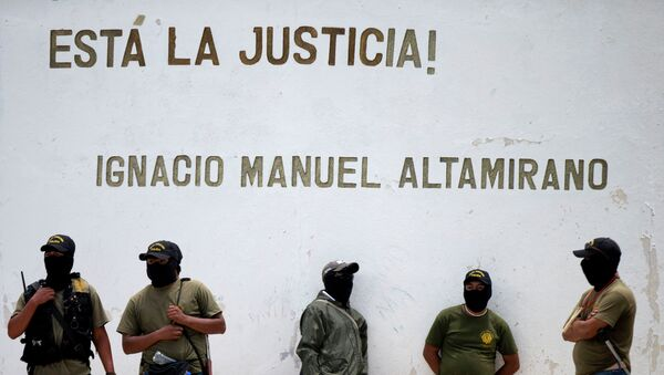 Milicianos en la ciudad de Tixtla, Guerrero, México - Sputnik Mundo