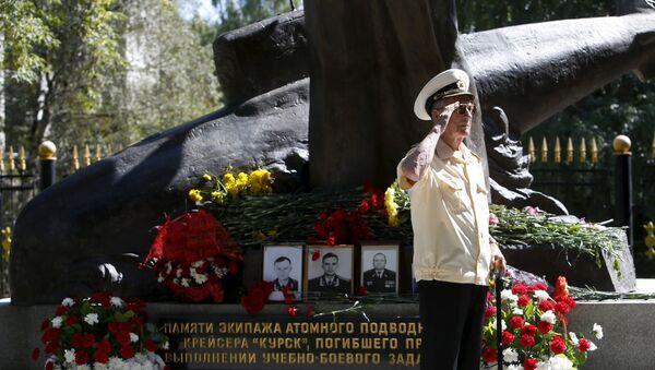 Ceremonia de homenaje a las víctimas de accidente de submarino Kursk - Sputnik Mundo