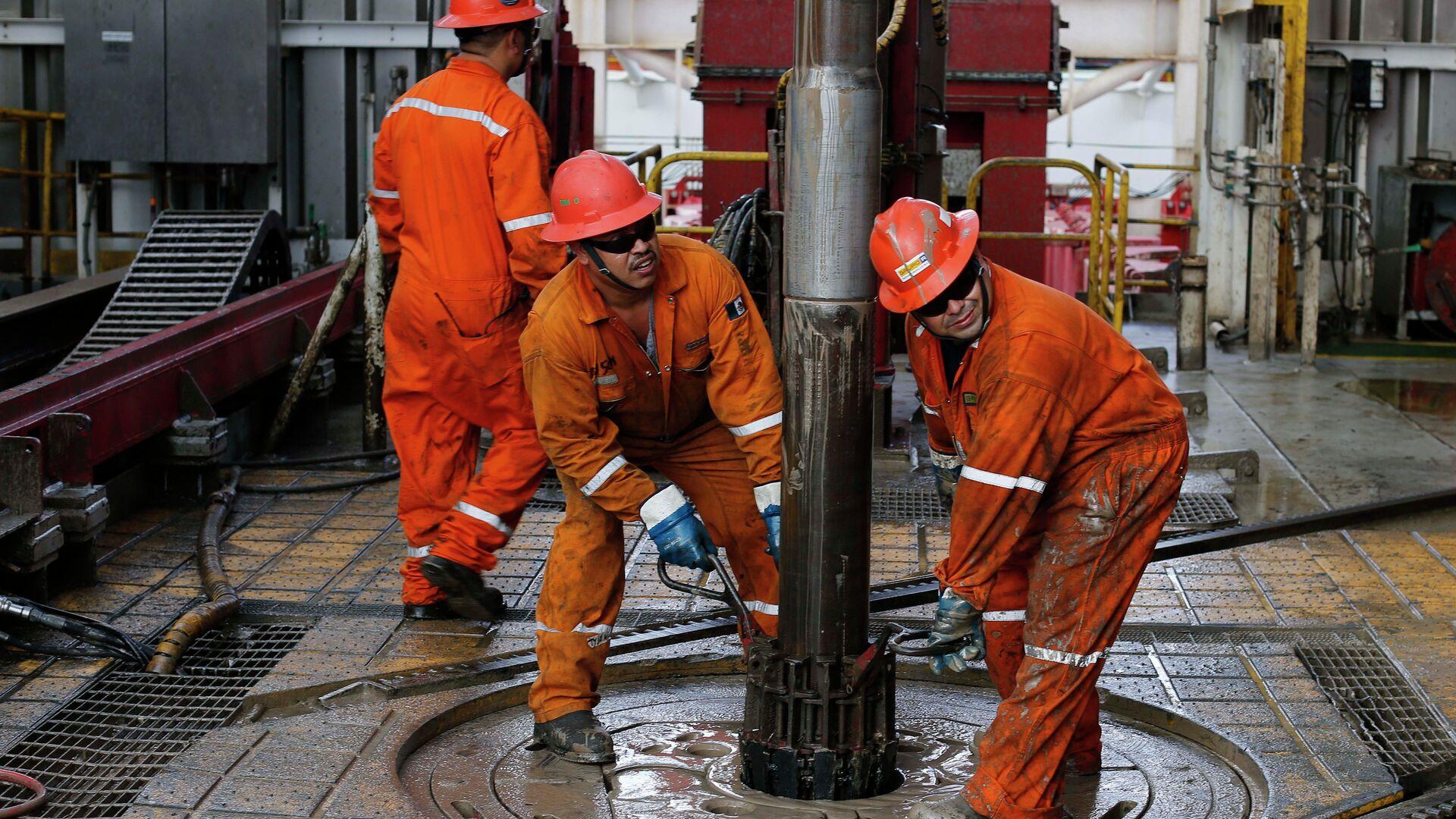 Extracción de petróleo en México - Sputnik Mundo, 1920, 18.03.2021