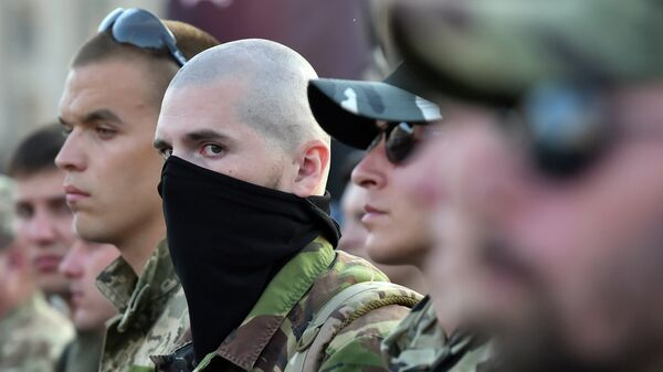Activists and supporters of far-right Ukrainian party Right Sector participate in a rally on Independence Square in Kiev on July 21, 2015 - Sputnik Mundo