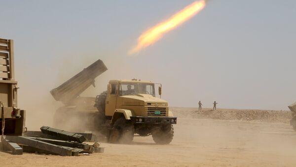 Ejército iraquí lanza misiles contra los yihadistas del Estado Islámico (EI) en la provincia de Anbar. 22 de agosto de 2015 - Sputnik Mundo