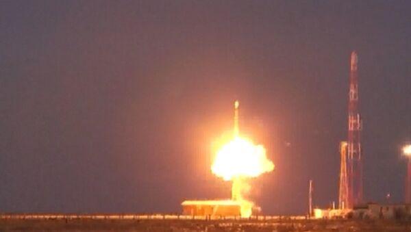 Prueba del misil ruso Topol - Sputnik Mundo
