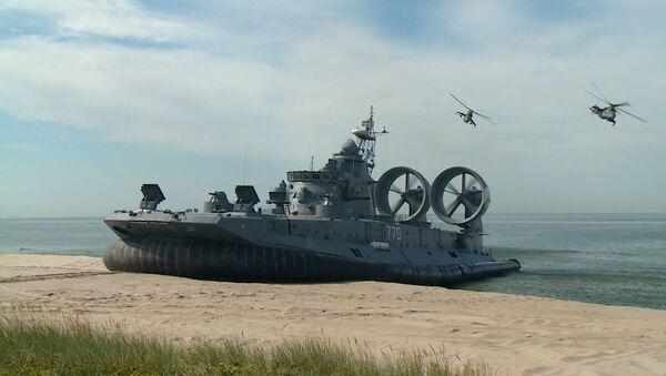 El mayor aerodeslizador del mundo abre un evento militar en Rusia - Sputnik Mundo