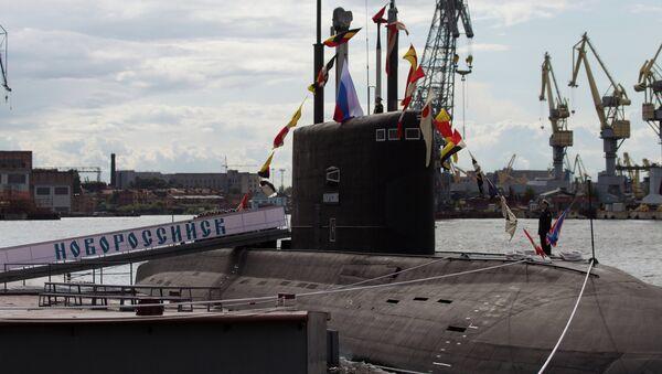 Церемония поднятия флага на дизель-электрической подводной лодке Новороссийск - Sputnik Mundo