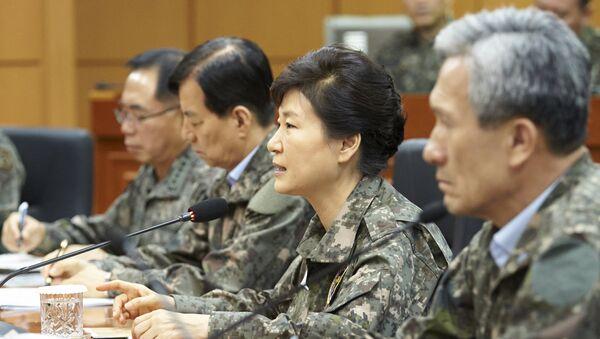 Presidente de República de Corea, Park Geun-hye, y los dirigentes militares - Sputnik Mundo