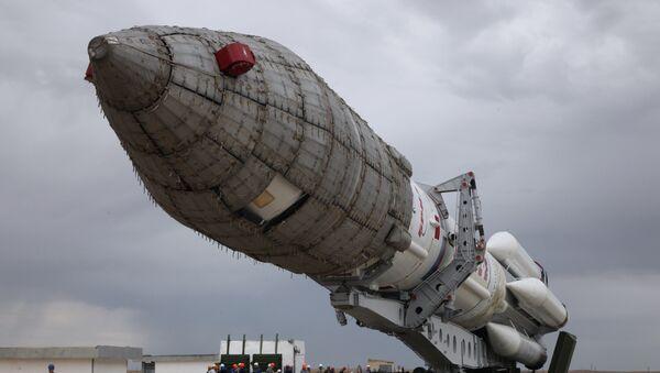 Cohete Protón-M en el cosmódromo de Baikonur - Sputnik Mundo