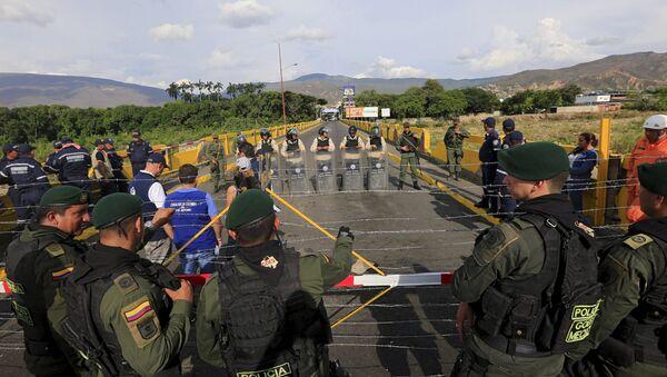 Policías venezolanos y colombianos en la frontera - Sputnik Mundo