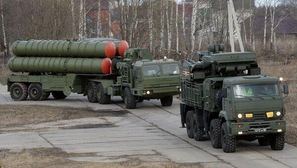 Sistema de misiles antiaéreos S-400 Triunf - Sputnik Mundo