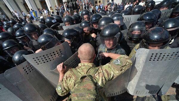 Enfrentamientos en Kiev, el 31 de agosto, 2015 - Sputnik Mundo