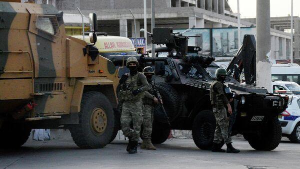 Policía turca en Diyabakir - Sputnik Mundo