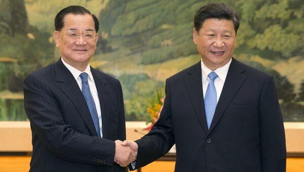 El presidente de República Popular de China, Xi Jinping, y expresidente del Kuomintang, Lien Chan - Sputnik Mundo