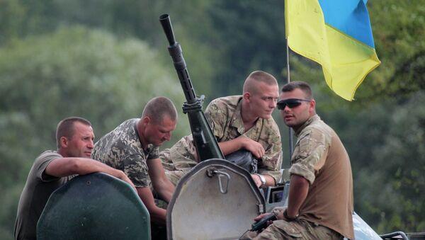 Soldados ucranianos en una base militar cerca de la ciudad de Zhitomir, Ucrania - Sputnik Mundo