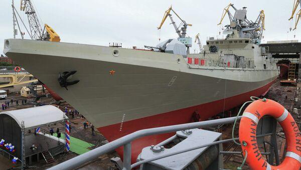 Botadura del patrullero lanzamisiles Almirante Makárov - Sputnik Mundo