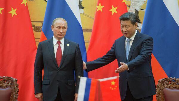 Президент России Владимир Путин (слева) и председатель Китайской Народной Республики Си Цзиньпин - Sputnik Mundo