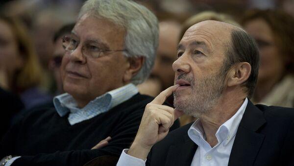 Felipe González, expresidente de España, y Alfredo Pérez Rubalcaba, exsecretario general del PSOE (archivo) - Sputnik Mundo