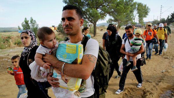 La crisis migratoria es producto de la política de Occidente, según politólogo - Sputnik Mundo