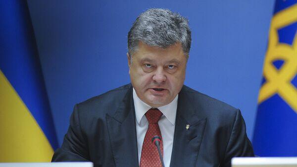 Ukrainian President Petro Poroshenko addresses a cabinet meeting in Kiev, Ukraine, September 8, 2015. - Sputnik Mundo