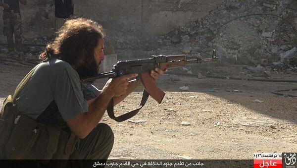 Un militante del Estado Islámico en el barrio Qadam de Damasco, Siria - Sputnik Mundo
